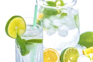 water-glass-with-lemon-and-mint-2